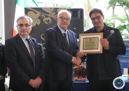 premiazione-gelateria-cesare- Demetrio Crucitti direttore Rai Calabria